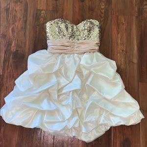 ❤️Beautiful homecoming dress Size 5❤️